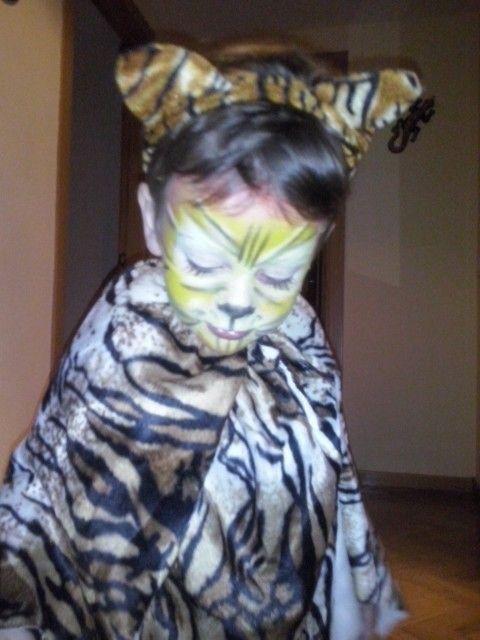 Disfraz de tigre con retales y maquillaje