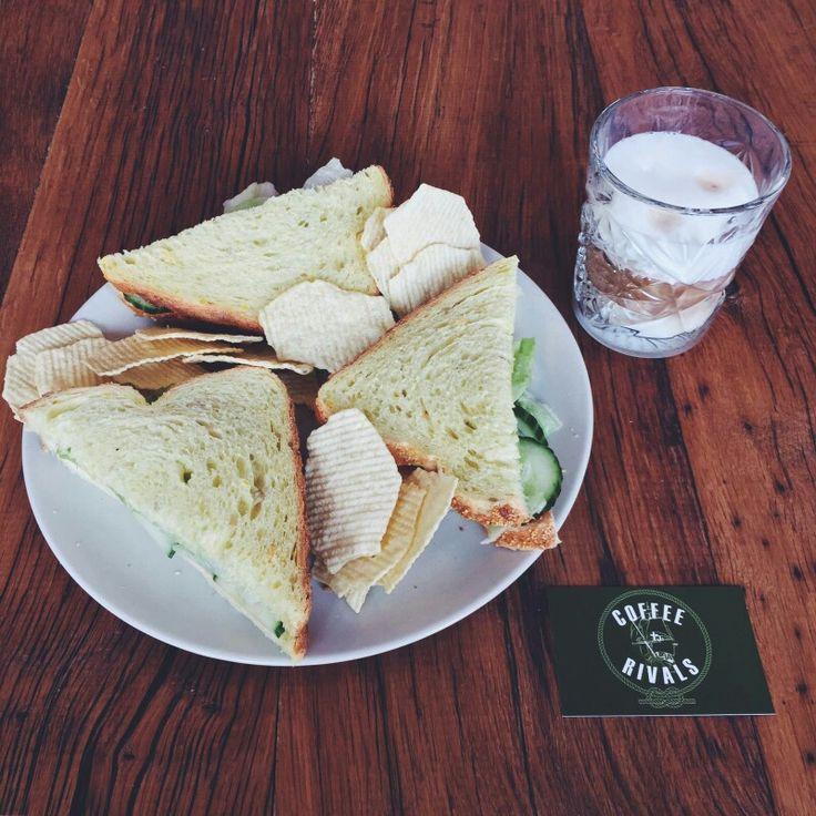 Een lekker #ontbijt is niet compleet zonder een lekker kopje #koffie! #coffeerivals #cappucino #latte #coffee #koffieabonnement #workhardplayhard