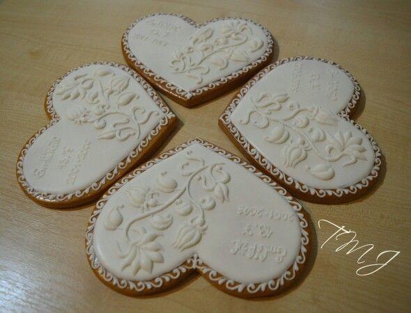 Hófehér mézeskalács szivek különleges alkalmakra... White on white gingerbread hearts for special occasions by TMJcreative.