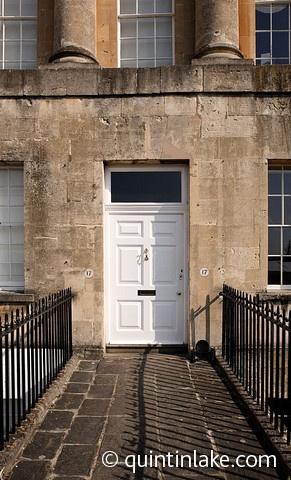 Google Image Result for http://cdn.c.photoshelter.com/img-get/I00006u9OMepLmpg/s/600/480/The-Royal-Crescent-Bath-England-13.jpg