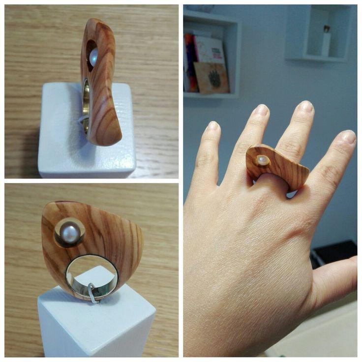 C'è solo una cosa che rende autentico un oggetto, che non si potrà mai copiare all'autore, ed è l'Anima della sua creazione! ❤️ #olivewood #art #jewels #unique #portaterra #shopatelier #robertarisoloartjewels #love #salento #hystory #territory #otranto #jewelry #handmade #pearl #jewel #wood #soul #southitaly #anima www.robertarisolo.it
