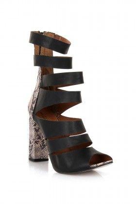 Eda Taşpınar Bantlı Yüksek Topuk Siyah Ayakkabı: Lidyana.com