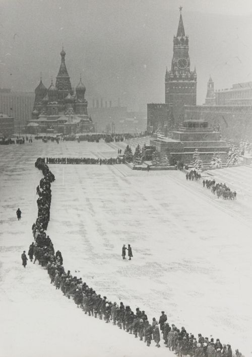 Dmitry Baltermants Line at Lenin's Tomb I've been in Lenins Tomb in 2012, the line is still amazingly long.