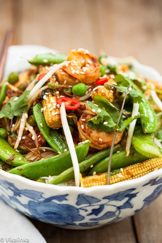 Speedy Sesame Shrimp Stir Fry-fresh shrimp and crunchy veggies will make forget you ever ordered takeout!