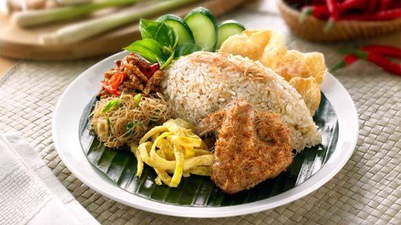 Resep Masakan Ayam Goreng Nasi Ulam Spesial asli Indonesia dengan Royco Bumbu Komplit Ayam Goreng & Royco ayam sekaligus Cara membuat jenis makanan Ayam Goreng Nasi Ulam Spesial.