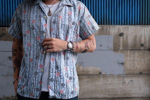 """""""いかにも""""な感じではないところが好き。この年代らしいボックスシルエットで、着丈と身幅のバランスなんかもすごく良いです!  #vintage #shirts #aloha #tops #summer #style #fashion #60s #ヴィンテージ #シャツ #アロハシャツ #トップス #夏 #スタイル #ファッション #60年代 #20160820"""