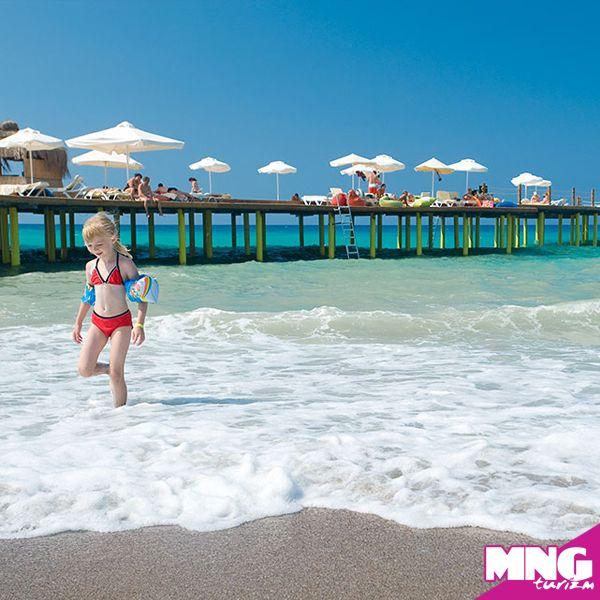 Antalya'nın Side bölgesinde enfes kum plajı, denize sıfır konumu ile Lyra Resort Hotel misafirlerini bekliyor.   #mngturizm #tatiliste #antalya #side #LyraResortHotel #beach #summer #holiday #travel