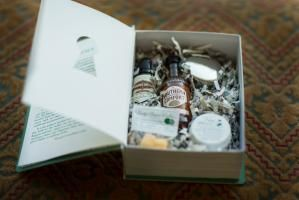 Nodding to the Prohibition theme, the gift bag contained a box designed to look like a book, which opened up to reveal a cocktail-making kit. The items inside included a miniature bottle of bitters, a jar of bourbon-soaked cherries, a branded muddler, and a tiny cocktail shaker.