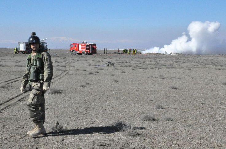 Konya'da askeri uçak düştü - FRM HABER