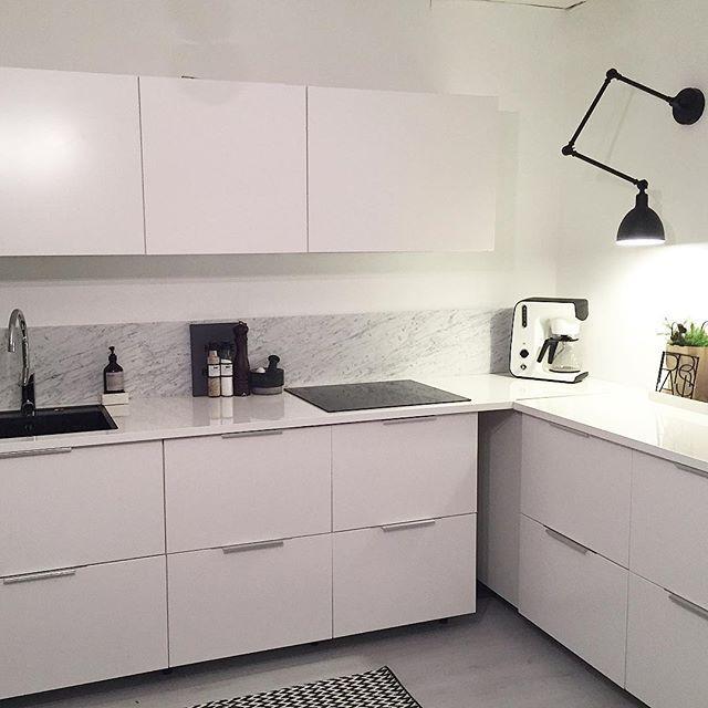 s himla n jd att sambon gick med p marmor k k marmor vitb nkskiva h gblankv gglampa veddinge. Black Bedroom Furniture Sets. Home Design Ideas