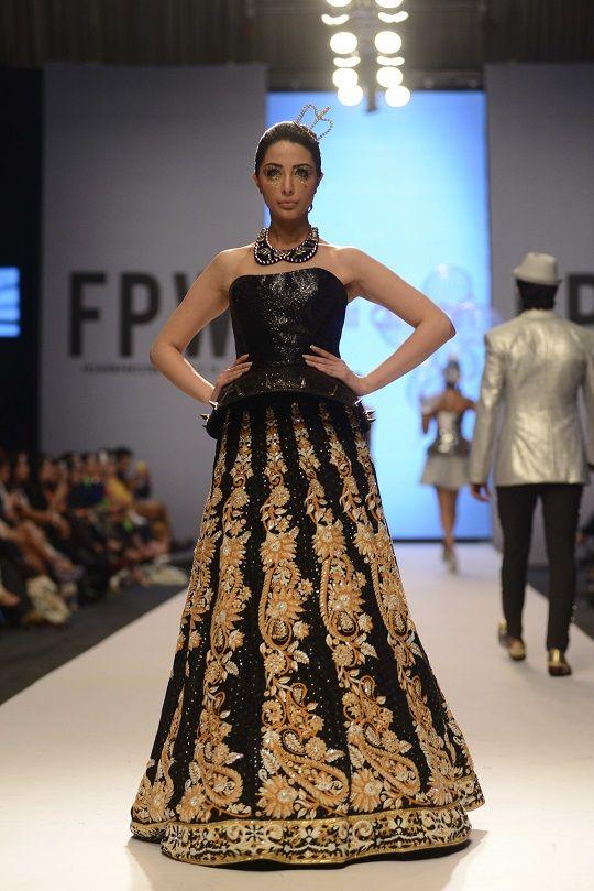 Nomi Ansari black lengha. Fashion Pakistan Week 2014