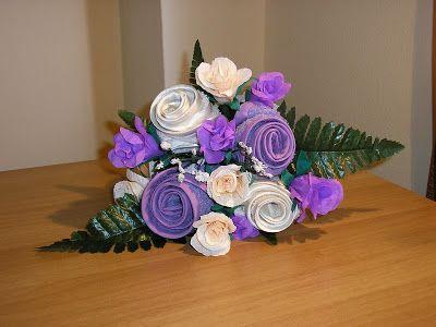 Le creazioni di Carmen: Bouquet addio al nubilato realizzato a mano con fiori di carta crespa e fiori creati con asciugamanini in puro cotone