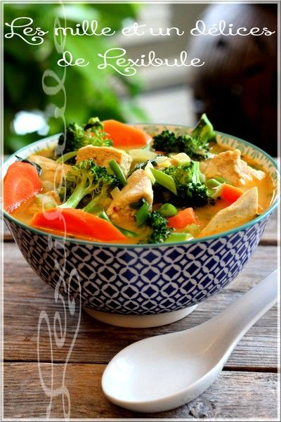 Soupe-repas thaïlandaise au poulet et coriandre
