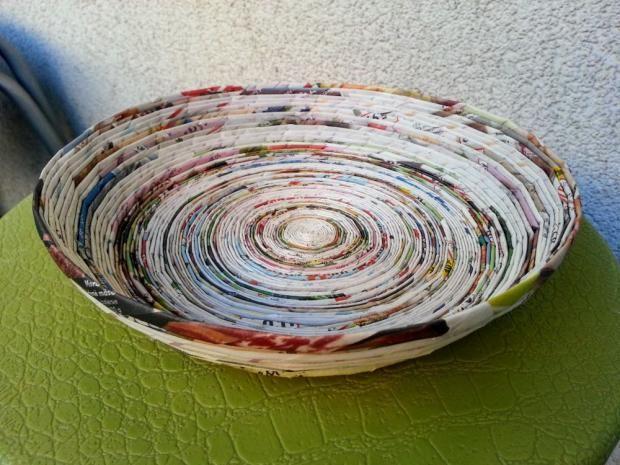 Papierová miska. Autorka: Dzenuska. Papierové pletenie, paplet, paper, paper craft, recyklovanie, recycling, upcycling. Artmama.sk