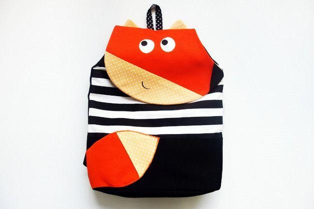 Le sac à dos est conçu pour les jeunes enfants d'âge préscolaire. Il a une doublure en coton ou en gore-tex (sélectionnable) muni de deux grandes poches pour les chaussures. Le sac à dos est fermé...