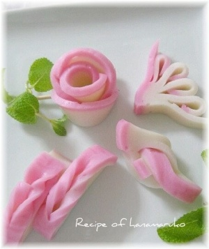 """Decoration conclusion of boiled fish paste"" - japanese recipe/おせちに蒲鉾の飾り切り""結び、菊水、手綱、バラ"""