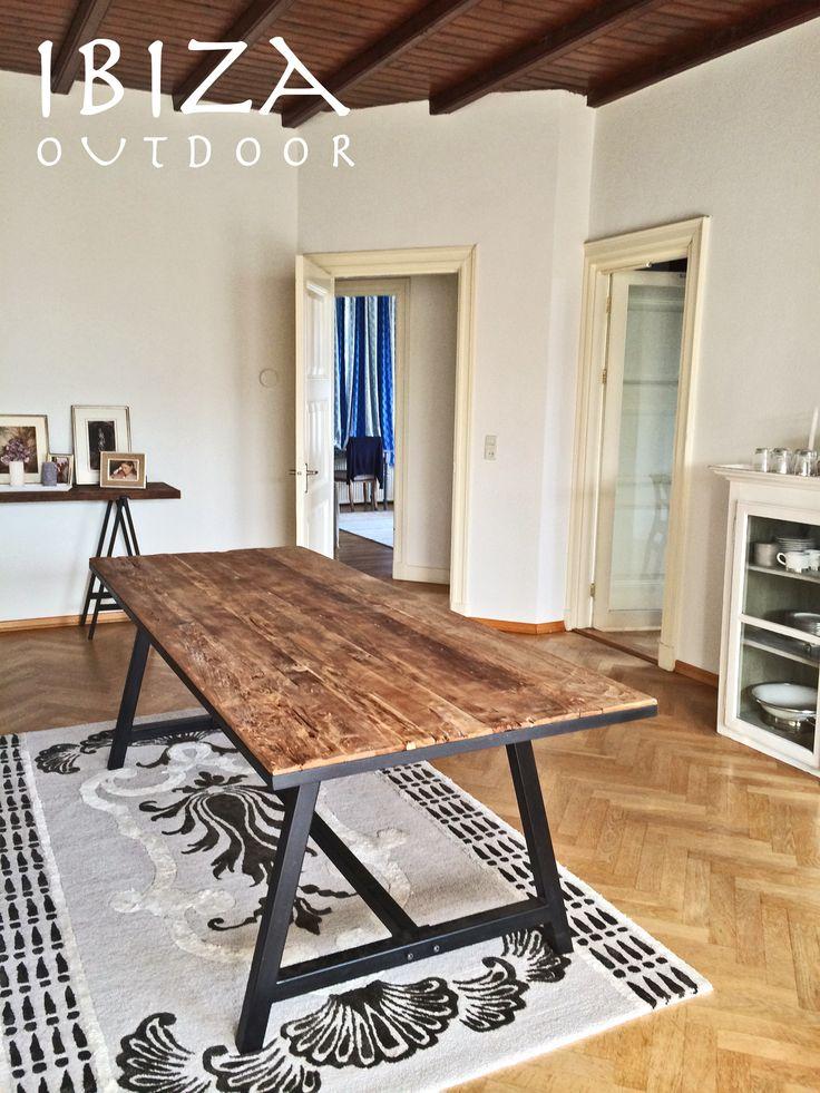 Leuke foto ontvangen uit Haarlem met de teakhouten tafel met ijzeren frame en onderstel 240x90, erg leuk komen te staan in deze woonkamer! bij interesse graag even mailen naar ibizaoutdoor@gmail.com ook voor een afspraak in de loods. Gr Mees