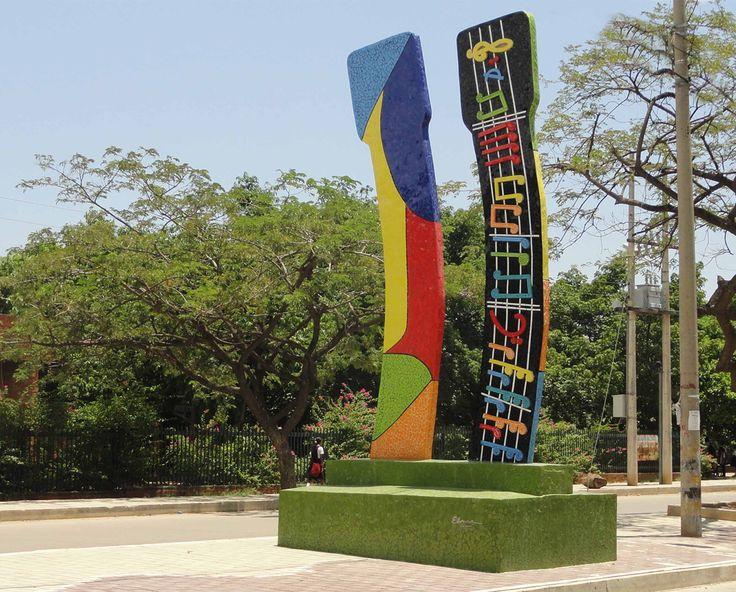 PUYA Y MERENGUE - MOSAICO DE CERAMICA SOBRE CONCRETO - 5.40 x 2.00 x 0.30 m
