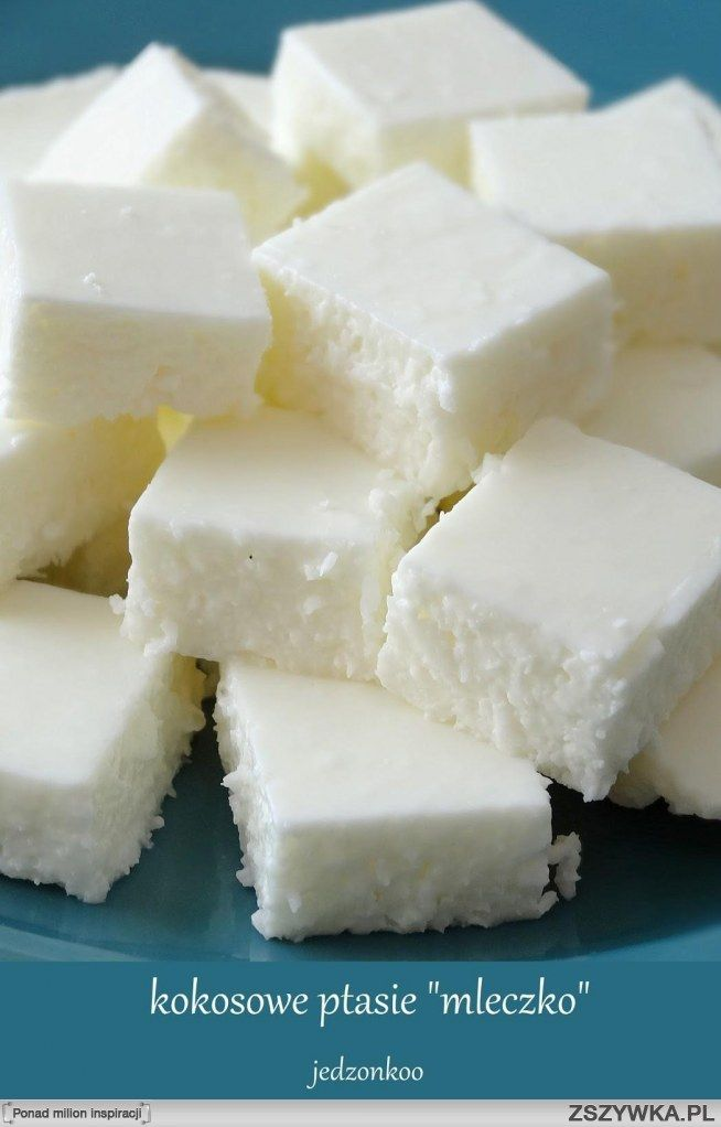 """lekkie i kokosowe ptasie """"mleczko"""" w wersji jogurtowej   składniki: 400g jogurtu greckiego/naturalnego 4 łyżki cukru pudru mała szklaneczka wiórków kokosowych 1/3 szklanki gorącej wody 3 łyżeczki żelatyny w proszku  Do miski przekładam jogurt i mieszam go aby rozluźnić masę. Przesiewam do tego cukier puder, mieszam dokładnie, kosztuję, jeżeli nadal jest dla Was za mało słodkie to dodawajcie po łyżeczce cukru pudru, aż uzyskacie odpowiedni poziom słodkości. Następnie przesypuję ..."""
