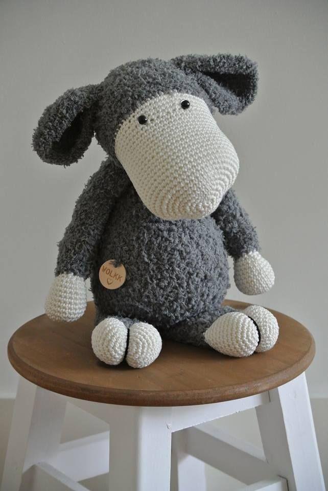 Schaap Sarah gehaakt door Karina Karzijn-Schipper #haken #haakpatroon #gehaakt #amigurumi #knuffel #gehaakt #crochet #häkeln #cutedutch