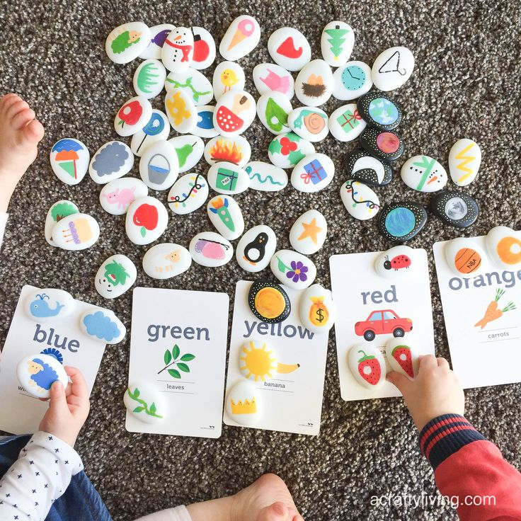 Colour recognition activity for Toddlers & Preschoolers with Story Stones & Flash Cards! www.acraftyliving.com