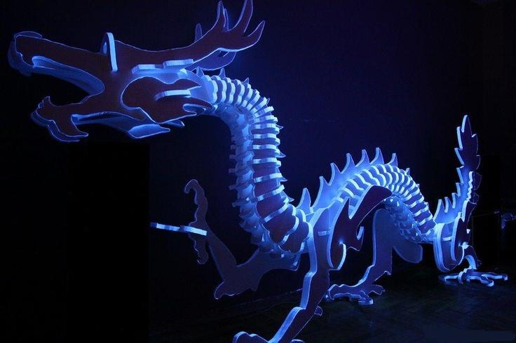 Una decoración sorprendente! Asombroso todo lo que se puede hacer con la pintura luminiscente!
