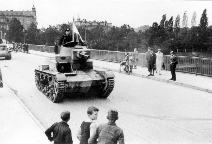 Polski czołg lekki 7TP, zdobyty przez Niemców. Piotr Duchno: Zdjecie zrobione w pazdzierniku 1939 na moscie w Żaganiu ( wowczas Sagan).