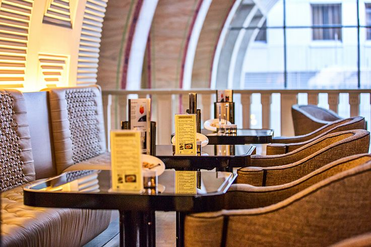 The atmosphere of the interior space and the flavour of the contemporary coffee specialties blend in with each other