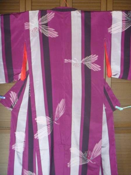 アンテイーク 黒 紫、白の縞に松ぼっくりの着物(美品)_画像1