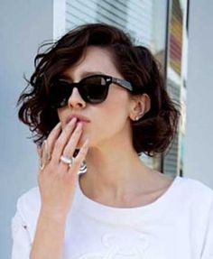 Fantastic 17 Best Ideas About Wavy Bob Hairstyles On Pinterest Wavy Bob Short Hairstyles Gunalazisus