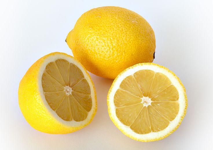 Sgonfiare l'addome con il succo di limone