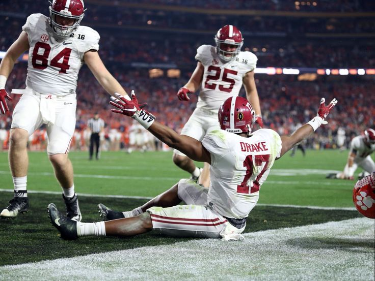 Touchdown! Kenyan Drake - from USA Today - National Championship game in Glendale, Arizona Jan. 11, 2016 #Alabama #RollTide #BuiltByBama #Bama #BamaNation #CrimsonTide #RTR #Tide #RammerJammer #CFBChampionship #NationalChampionship