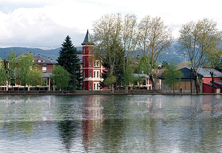 This is in Puigcerda, Spain across the lake you can see the Villa Paulita hotel, its a lovely town stayed there for  my vacation a couple years ago