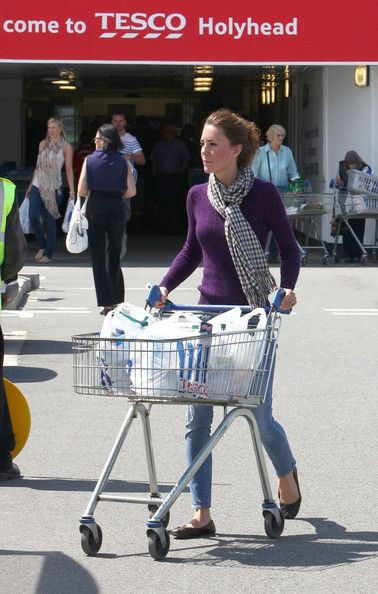 Kate Middleton Photos - Kate Middleton Shops at a Bargain Store - Zimbio