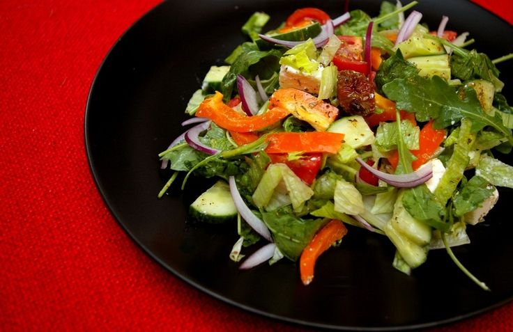 Sałatka śródziemnomorska - http://www.fitness-food.pl/blog/przepisy-na-salatki/