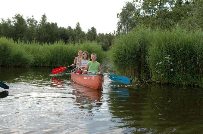 Aventura com canoagem guiada com almoço (piquenique) em Waterland saindo de #Amsterdã: reme pela vila e pela área cheia de juncos, ouça o canto de pássaros e sinto o cheiro das plantas nos arredores nesta aventura a céu aberto #melhorestours #viatorbr