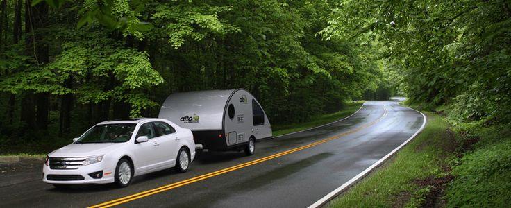 Safari Condo, fabricant de véhicules de plein air. Safari Condo offre une gamme de 15 modèles différents de motorisés classe B sur 3 châssis, 3 modèles de caravanes ultra légères ainsi que des centaines de possibilités d'options et d'accessoires
