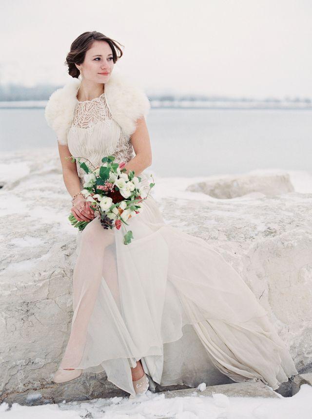 Winter bride   Kate Weinstein Photo   see more on: http://burnettsboards.com/2014/09/timeless-elegant-snowy-winter-wedding/