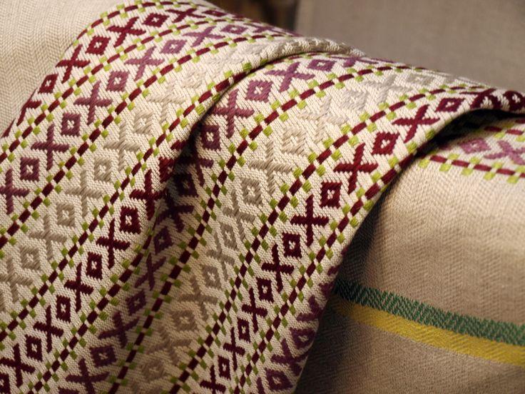Cuscino tessuto con tecnica a liccetti