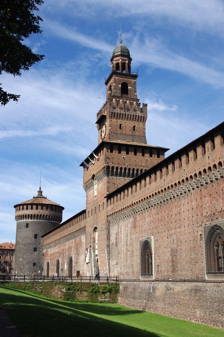 MILAN. Castello Sforzesco, Castillo medieval construído por la familia Sforza. Salas de armas, patios internos. Imprescindible de conocer en su visita a esta bella ciudad.