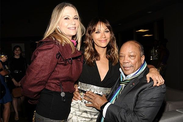 peggy lipton 2015 | Peggy Lipton, Rashida Jones e Quincy Jones (Foto: Getty Images)