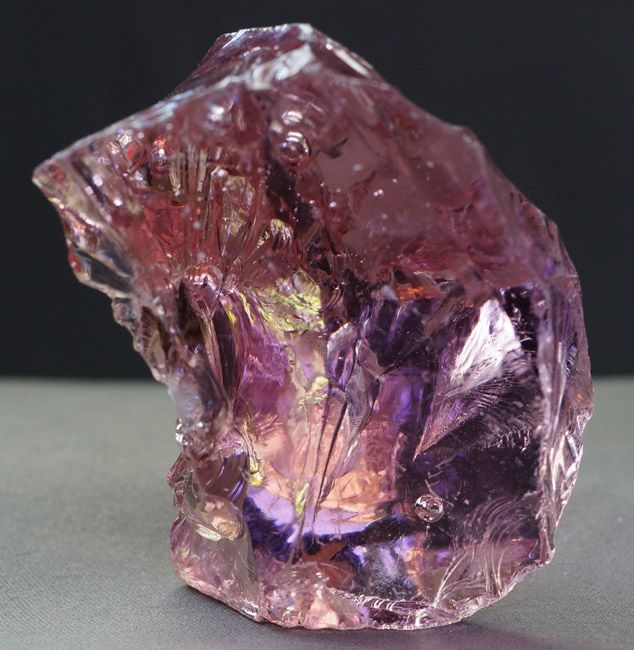 Pink Andara Crystal, aids wearer in releasing fear & healing trauma in conjunction with muladhara & sacral chakras. excellent w Mandukasana/Frog Pose for hip opening & release of 'issues stuck in tissues'. namaste.