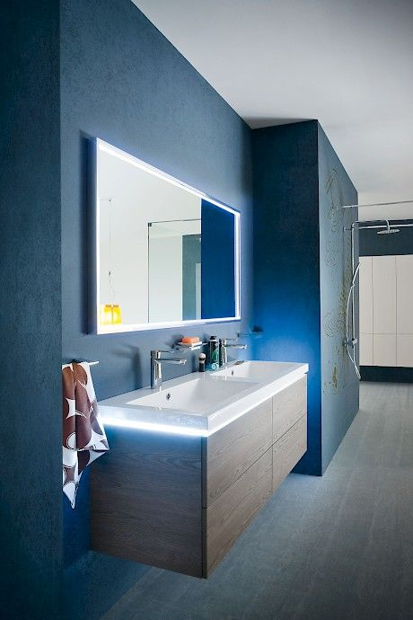 B201 18 | Compab _Light around the washbasin.
