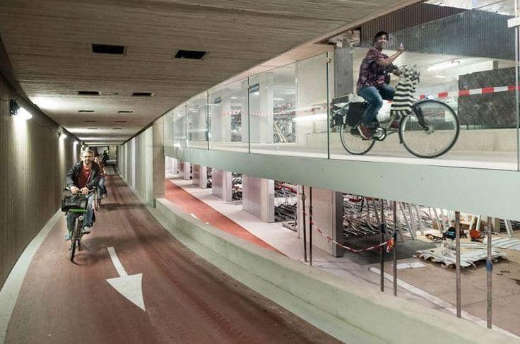 Un garaje subterráneo para 12.500 bicicletas   OVACEN Un garaje subterráneo para 12.500 bicicletas - OVACEN  Necesitamos más garajes subterráneos de bicicletas? No creo que sea ningún misterio aventurarnos en decir que aunque no queráis pronto tendréis una bicicleta en casa si vives en la gran ciudad o tendréis el carnet oportuno de un servicio de bicicletas comunitarias. Las tendencias están claras las grandes ciudades están dejando de ser un hervidero []   Contenido original del Portal de…