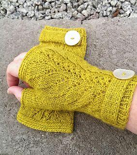 knitted mittens | fingerless mittens | fingerless mitts | driving gloves | knitting pattern | knitted lace | strikkede pulsvanter | strikkede pulsvarmere