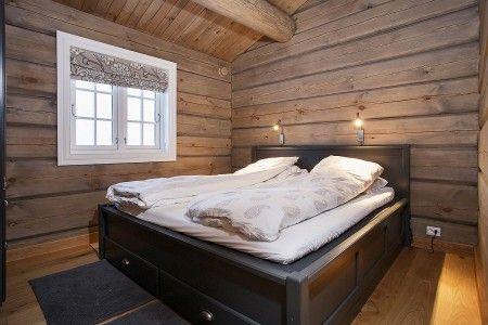 Her vises et knippe bilder av håndlaftede tømmerhytter fra Drømmehytta as.