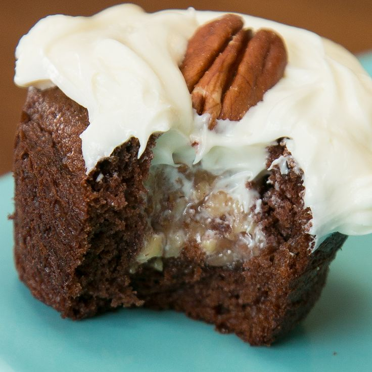 If you enjoy a good old slice of pecan pie, then you'll be obsessed with theseBourbon Pecan Pie Cupcakes...