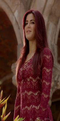 Stylist Hot Actress Katrina Kaif Wear Dress In Movie Fitoor Photo Download