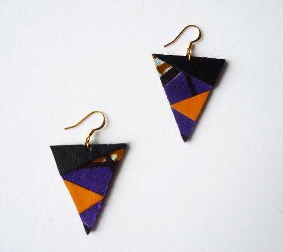 Boucles d'oreilles en tissu africain wax et cuir recyclé noir moutarde violet - attache plaqué or