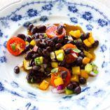 Bønnesalsa - Opskrifter    http://www.dansukker.dk/dk/opskrifter/boennesalsa-dk.aspx  #bønne #salat #opskrift #dansukker #sommer